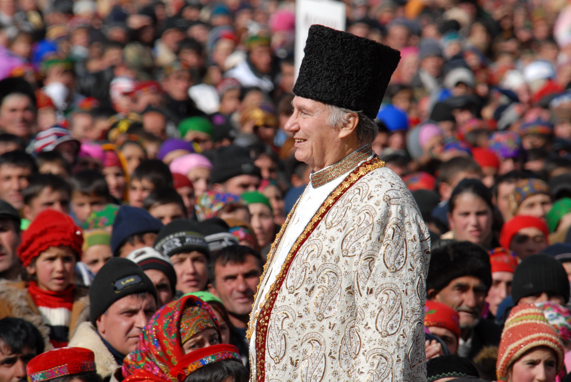 In Tajikistan, several thousand members of the Jamat came together for Mawlana Hazar Imam's visit.