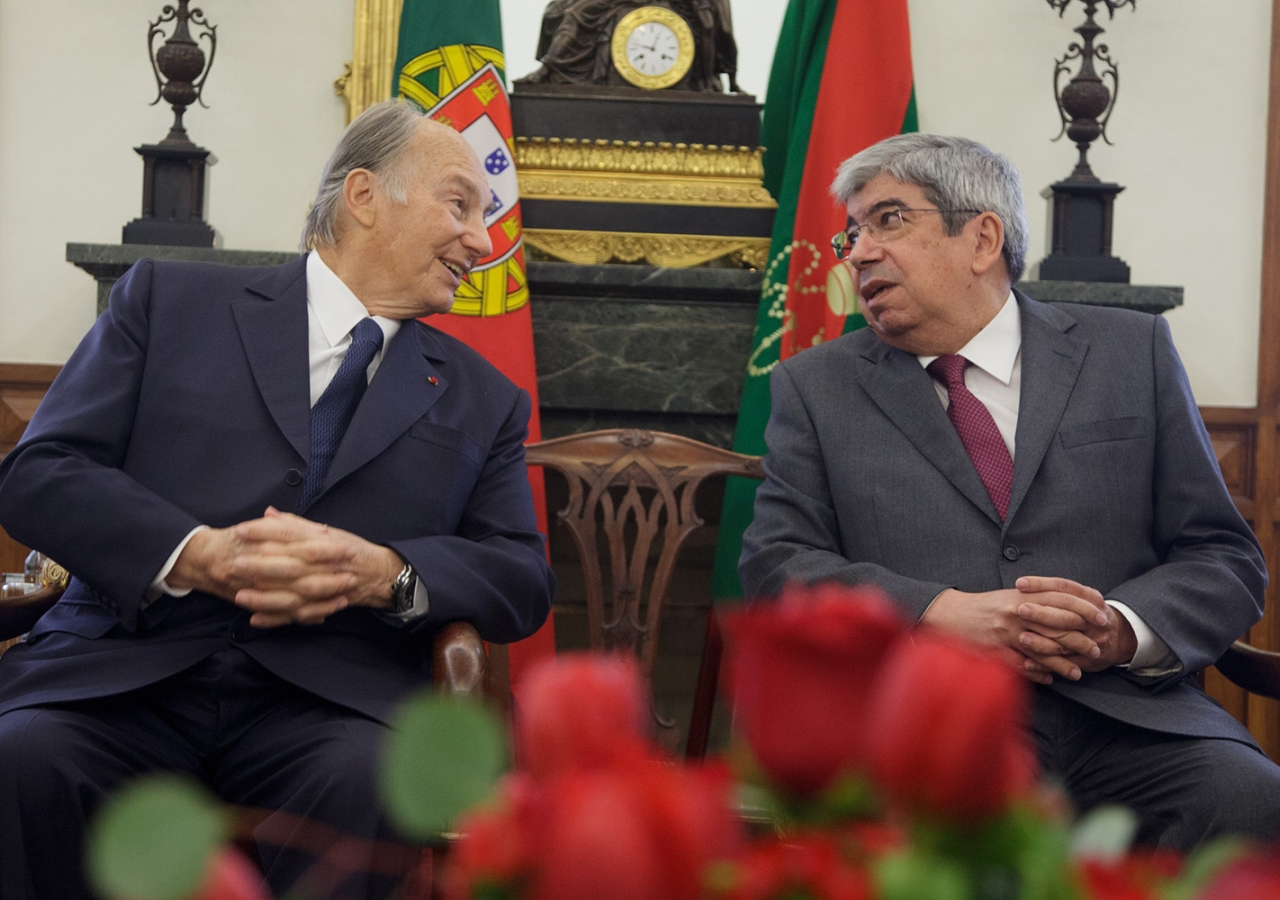 Mawlana Hazar Imam with the President of Portugal's Parliament, Eduardo Ferro Rodrigues at São Bento Palace, where the Assembly of the Republic is housed. AKDN / Luis Filipe Catarino