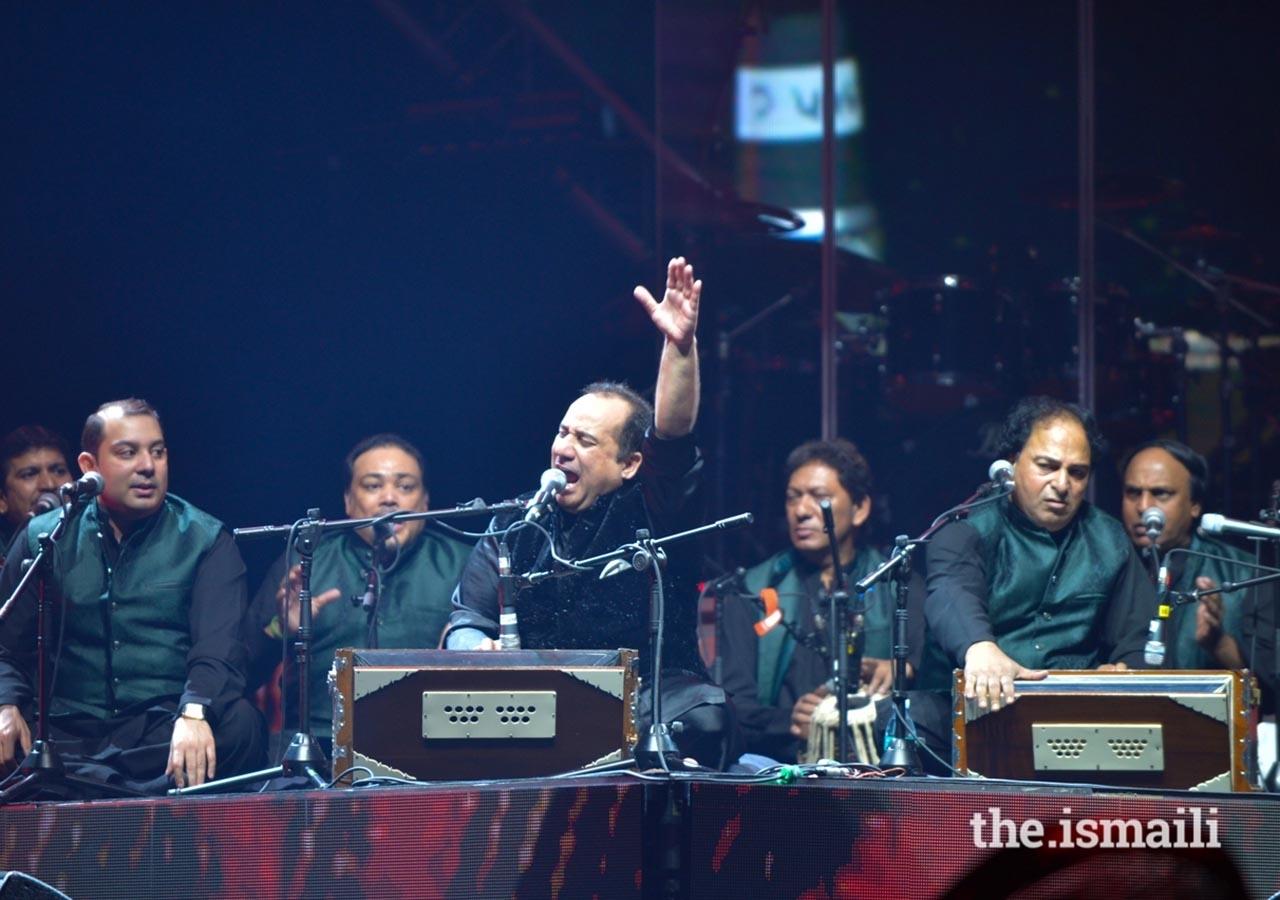 Ustad Rahat Fateh Ali Khan abriu o Concerto Sufi Voyage com Qawalis. No fim da sua atuação, foi aplaudido de pé pelo público