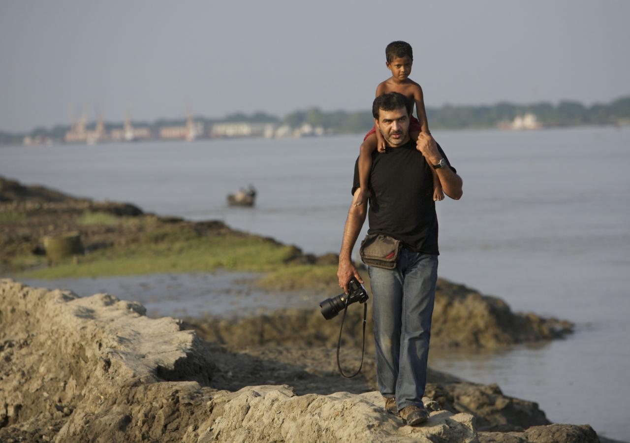 Photographer Shehzad Noorani explores the river banks of Bangladesh.