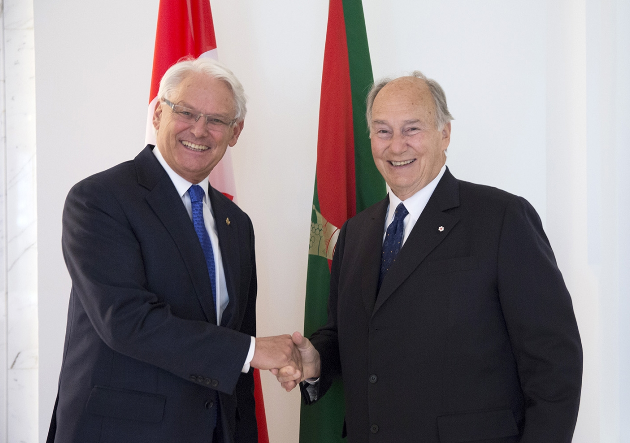 Mawlana Hazar Imam and Gordon Campbell, Canada's Representative to the Ismaili Imamat meet at Aiglemont. AKDN / Cécile Genest