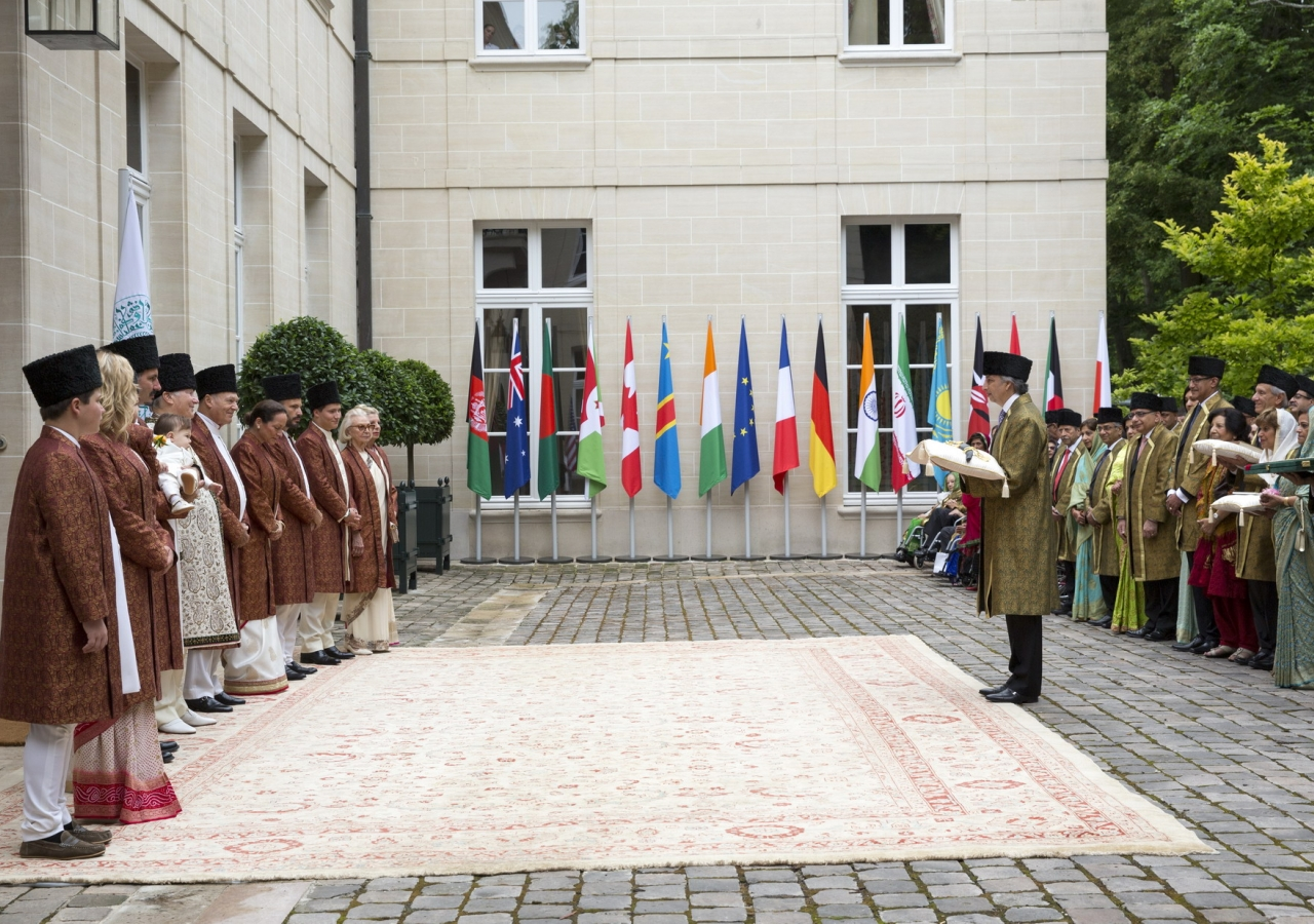 At the forecourt of the Imam's residence at Aiglemont, LIF Chairman Dr Mahmoud Eboo offers Diamond Jubilee Mubarak greetings to Mawlana Hazar Imam and his family on behalf of the Jamati leaders present and all Ismailis around the world.