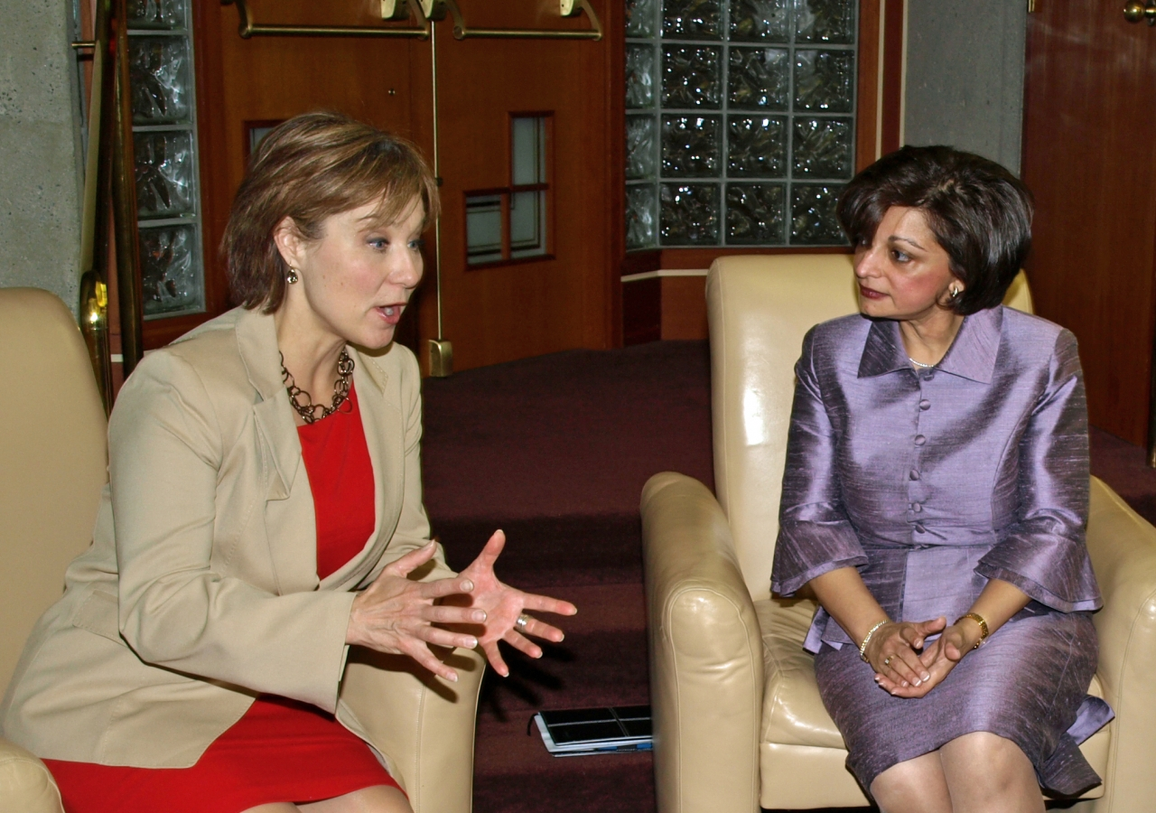 British Columbia Premier Christy Clark and Samira Alibhai, President of the Ismaili Council for British Columbia, engage in discussion at the Ismaili Centre, Burnaby.