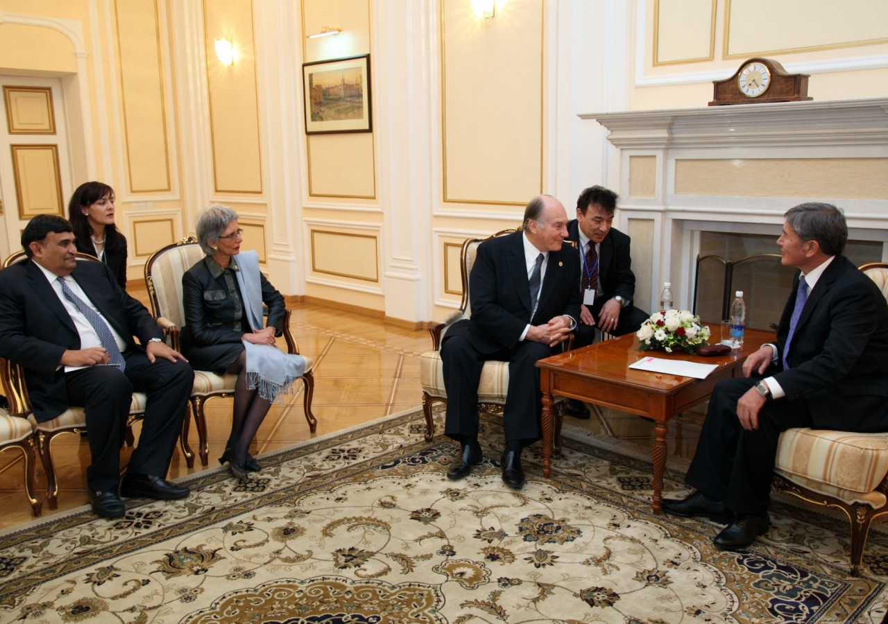 Mawlana Hazar Imam meets with President Almazbek Atambaev to discuss AKDN's partnership with the Kyrgyz Republic. Hazar Imam is accompanied by Dr Shafik Sachedina and AKDN Resident Representative Nurjehan Mawani.