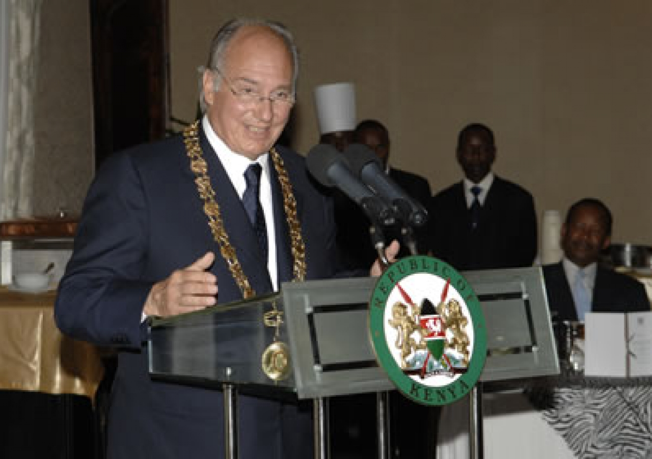 Mawlana Hazar Imam accepting Kenya's highest award, Chief of the Order of the Golden Heart, bestowed on him by His Excellency President Kibaki