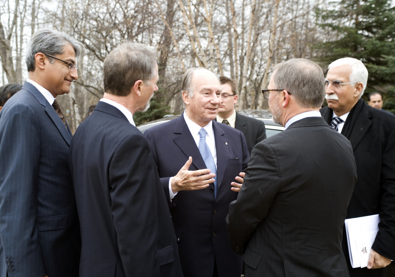 Mawlana Hazar Imam speaks with Dr Lee Foote, Director of the University of Alberta; Dr John Kennelly, Dean of Faculty of Agriculture, Life and Environmental Sciences; Firoz Rasul, President of the Aga Khan University; and Malik Talib, President of the Ism
