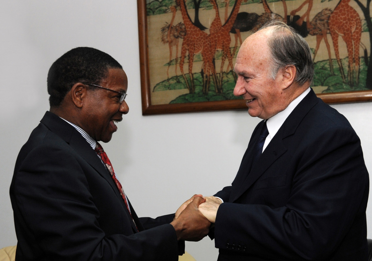Mawlana Hazar Imam is greeted by the Tanzanian Minister of Foreign Affairs and International Cooperation, the Honourable Bernard Membe.
