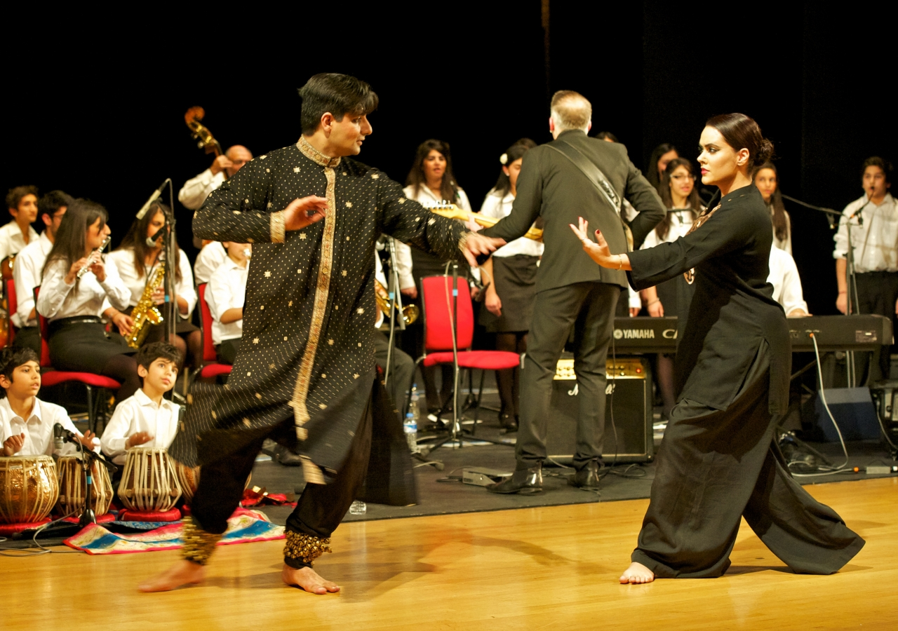 During the annual flagship concert of the Ismaili Community Ensemble, Riaz Rhemtulla and Scheherazaad Cooper bring the shadow landers to life through Kathak and Odissi dance forms.