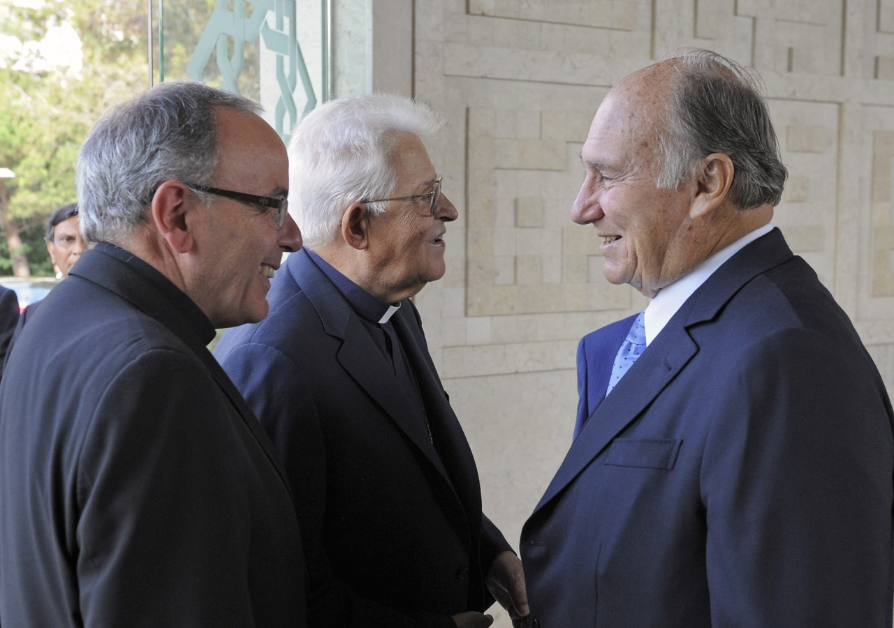 Mawlana Hazar Imam welcomes the Cardinal Patriarch of Lisbon, His Eminence Dom Manuel Clemente, accompanied by the Patriarch Emeritus of Lisbon, His Eminence Dom José Policarpo, to the Ismaili Centre, Lisbon.