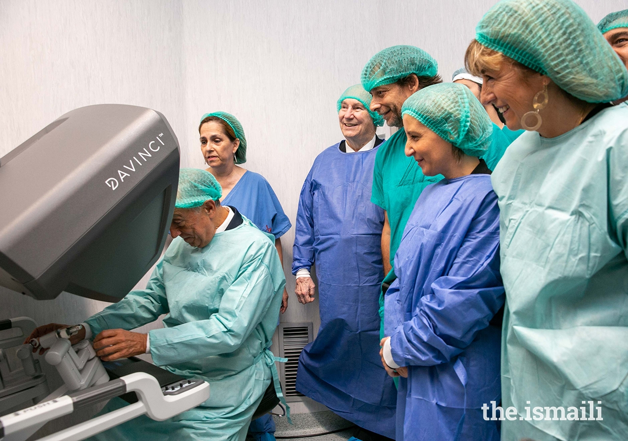 Portuguese President His Excellency Marcelo Rebelo de Sousa tests out the new robotic surgery equipment as Mawlana Hazar Imam; Dr Luis Campos Pinheiro, Director of Urology at Curry Cabral Hospital; Minister of Health Marta Temido; and President of the Central Hospitals of Lisbon, Madame Rosa Valente Matos look on;