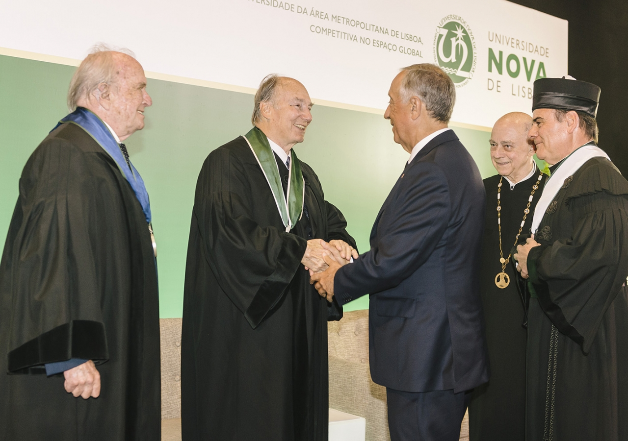 Mawlana Hazar Imam is congratulated by the President of Portugal and the leaders of Universidade NOVA de Lisboa after receiving an honorary doctorate. AKDN / Antonio Pedrosa