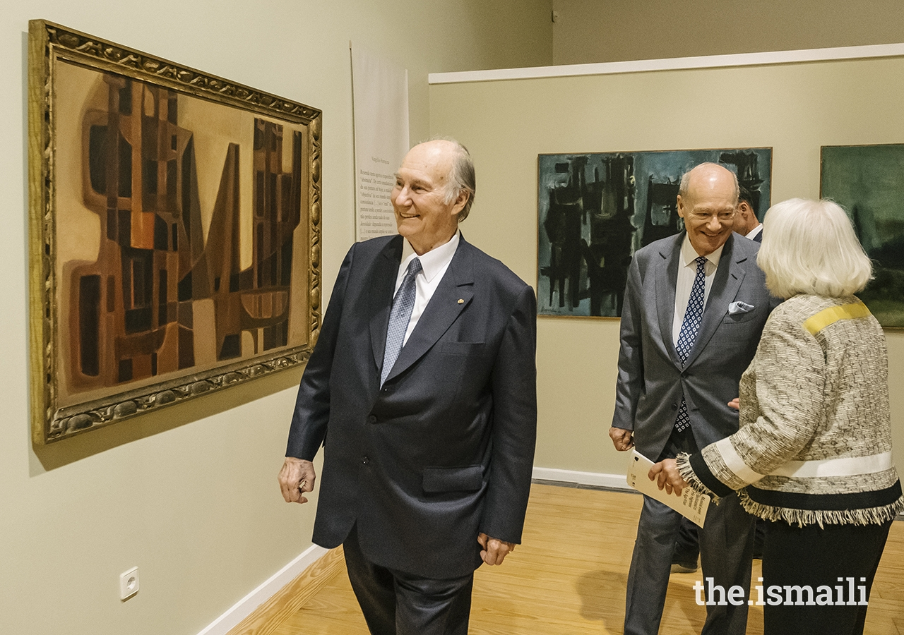 Mawlana Hazar Imam observes artwork on display at the Soares dos Reis National Museum.