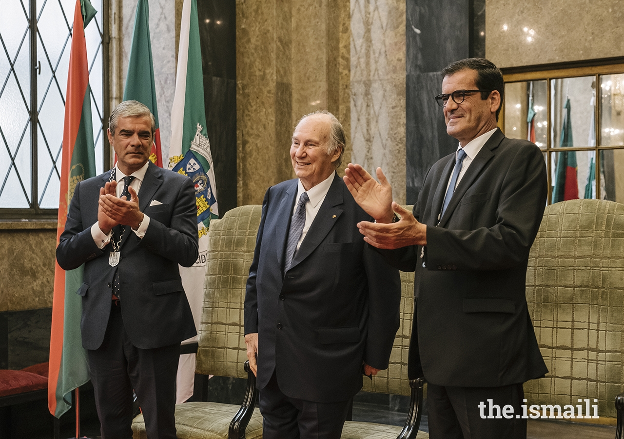 Mayor of Porto Rui Moreira (right) and President of the Municipal Assembly of Porto Miguel Pereira Leite (left) applaud after Mawlana Hazar Imam's acceptance remarks.