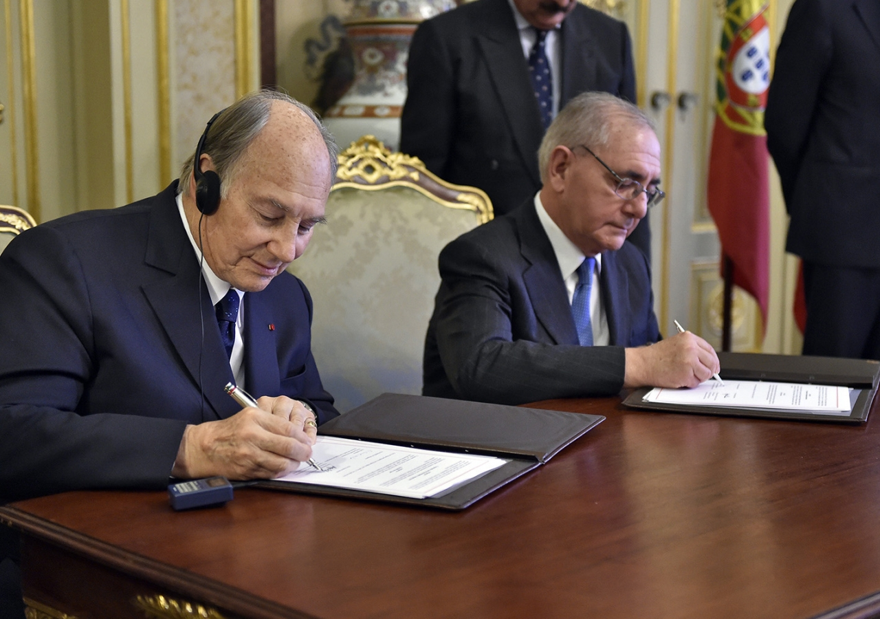 Mawlana Hazar Imam and Portugal's Minister of State and Foreign Affairs Rui Machete sign a landmark agreement establishing a formal Seat of the Ismaili Imamat in Portugal. TheIsmaili / Gary Otte