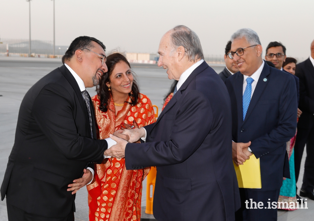 Vice President of UAE Council Aziz Merchant and his wife bid farewell to Mawlana Hazar Imam as President Amiruddin Thanawalla looks on.