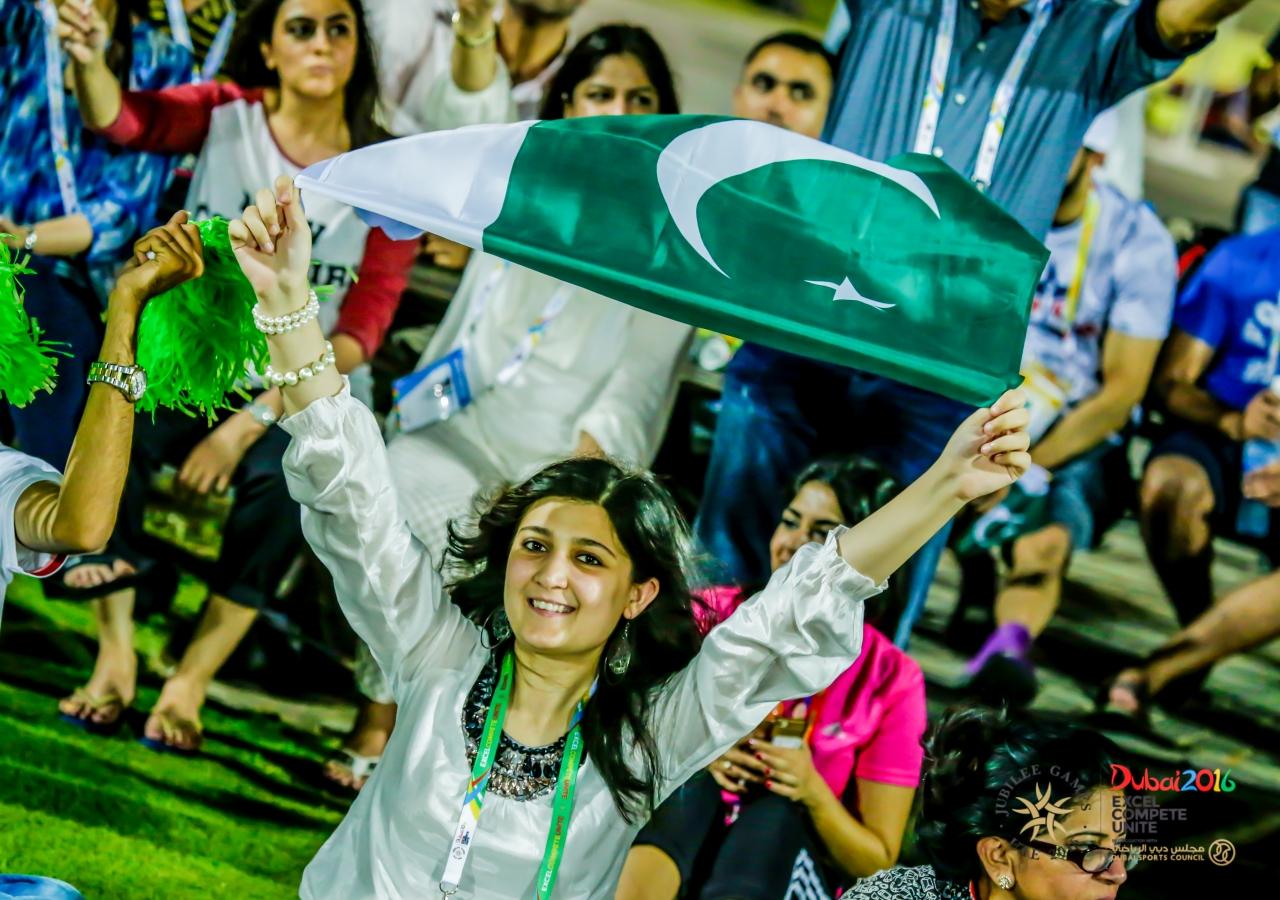 Spectators show support for Team Pakistan. JG/Shamsh Maredia