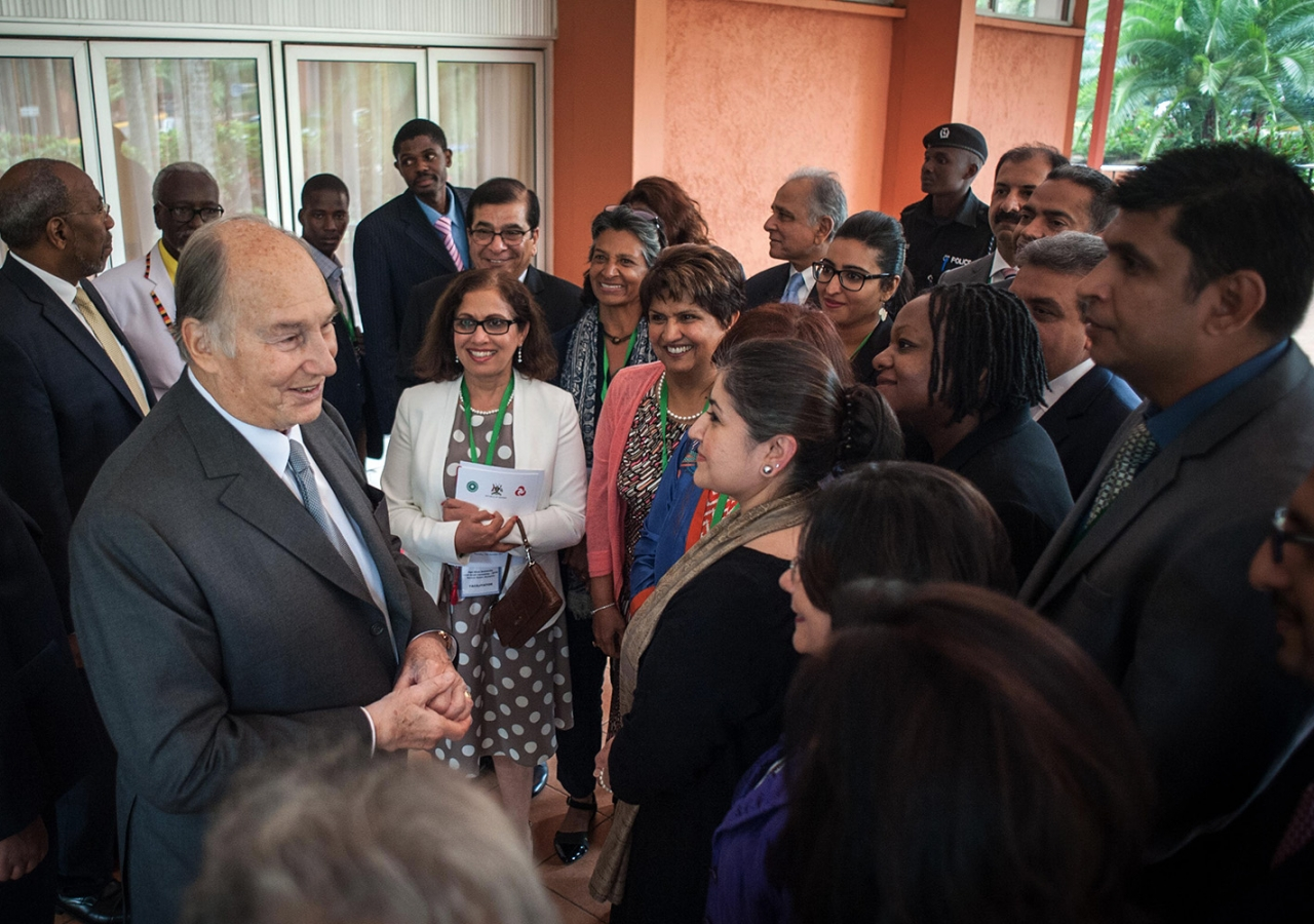 Mawlana Hazar Imam with volunteers and staff involved with the Aga Khan University Hospital endeavour. AKDN / Will Boase