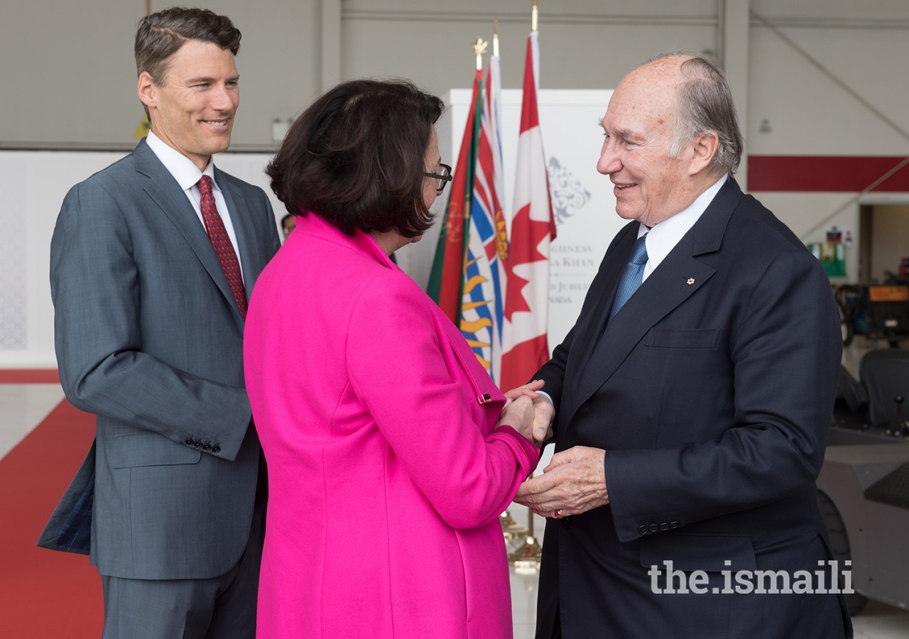 Lieutenant Governor of British Columbia Janet Austin and Mayor of Vancouver Gregor Robertson greet Mawlana Hazar Imam upon his arrival in Vancouver.