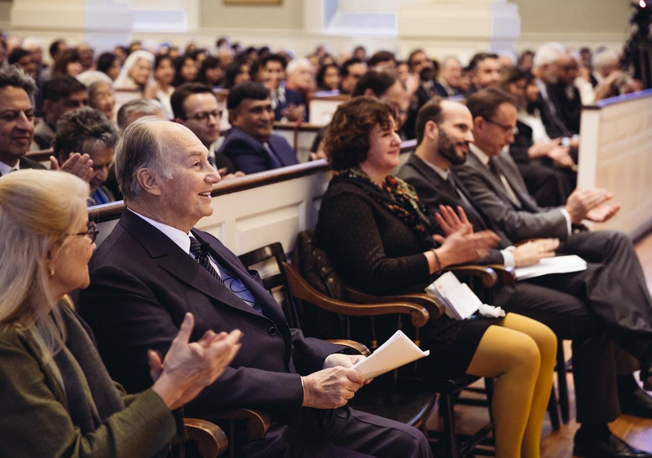 The audience applauds as Mawlana Hazar Imam is welcomed to Harvard by Professor Ali Asani. Farhez Rayani