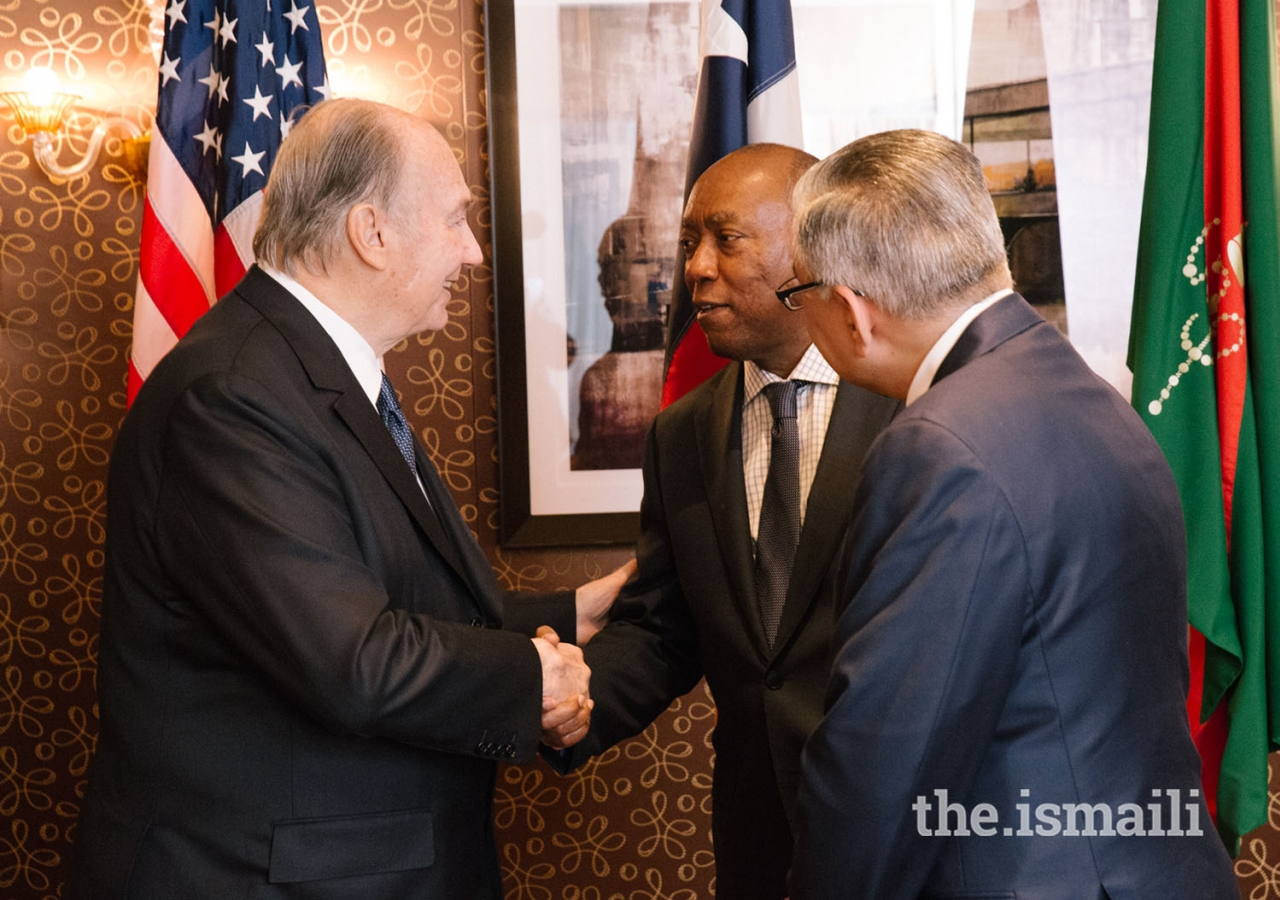 Mawlana Hazar Imam meets with Mayor of Houston Sylvester Turner at the luncheon hosted in honor of the Diamond Jubilee, as Dr. Barkat Fazal, President of the Council for the United States, looks on.