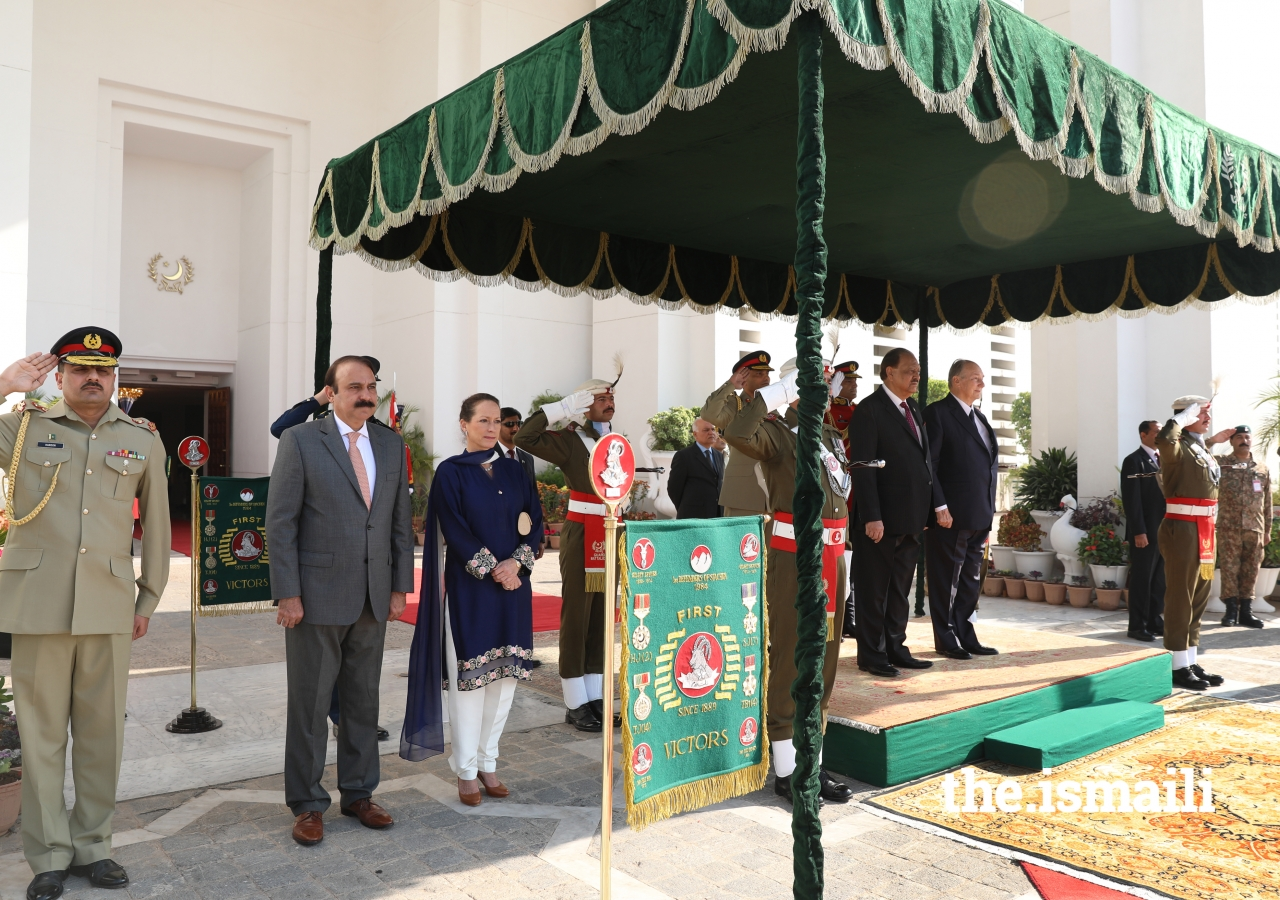 Princess Zahra, President Mamnoon Hussain, and Mawlana Hazar Imam during the performance of Pakistan's National Anthem
