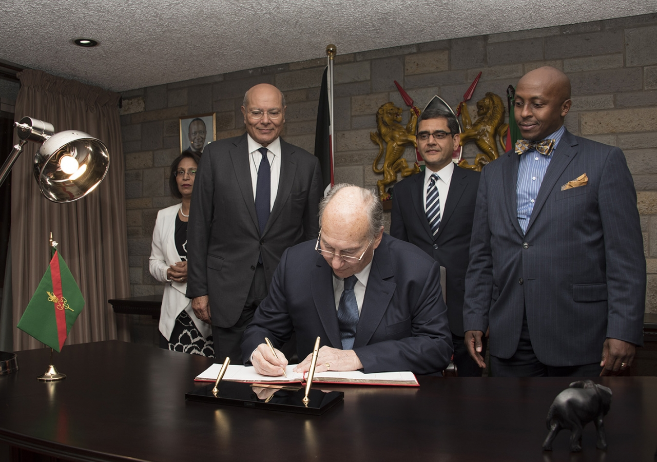 Mawlana Hazar Imam signs the visitor's book upon his arrival in Nairobi, Kenya. Aziz Islamshah