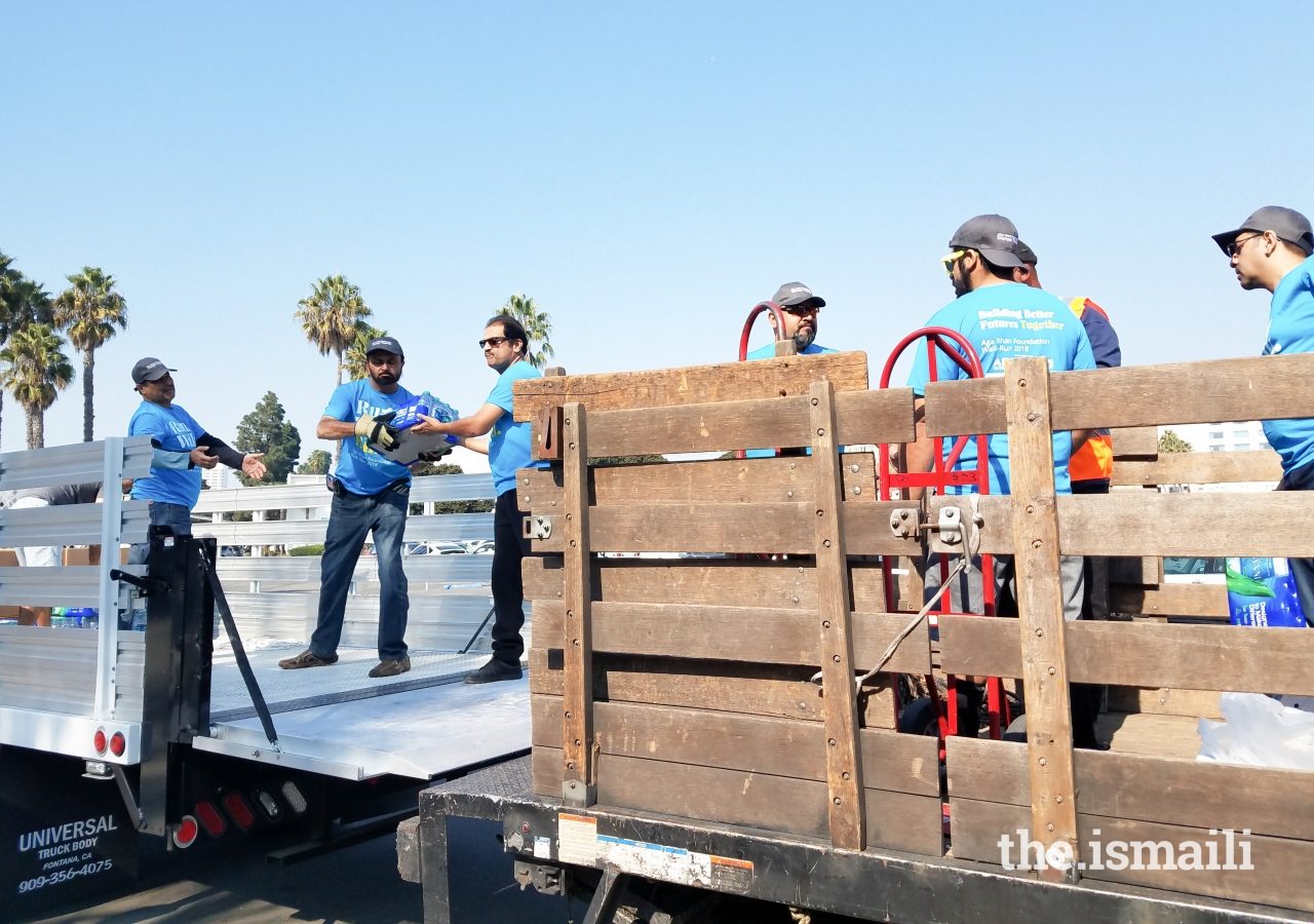AKF and I-CERV volunteers unloading bottles, sports bottles and hot meals to be transported to the Thousand Oaks Command Center.