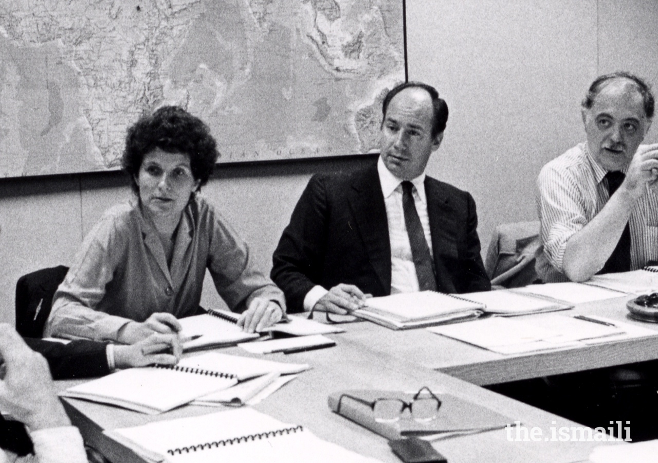 Members of the first Aga Khan Award for Architecture steering committee deliberating in Boston, in 1979. (From Left to Right) Renata Holod, Mawlana Hazar Imam, and Oleg Grabar.