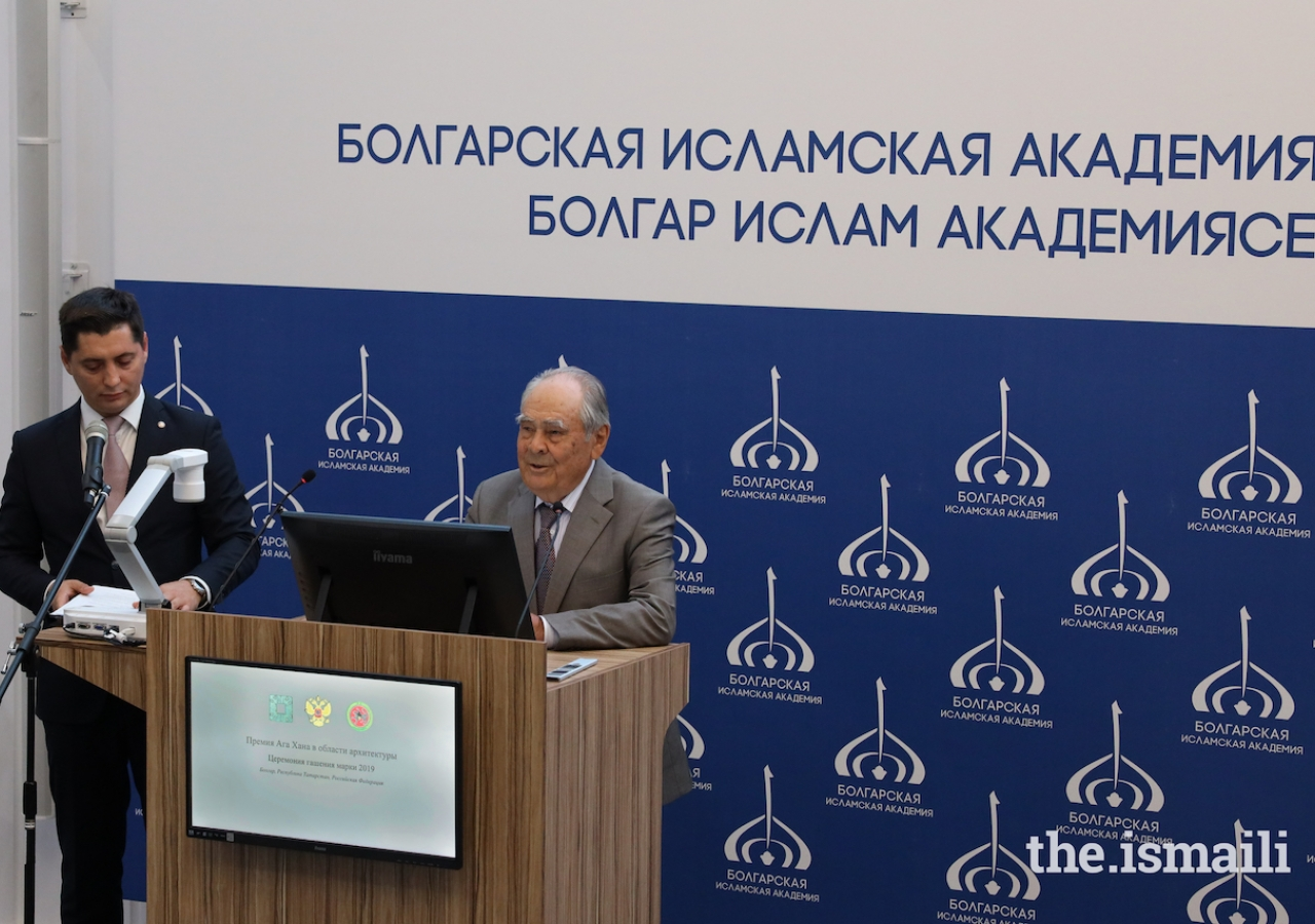 Mintimer Shaimiev, State Counsellor of Tatarstan, addresses guests gathered at the Postage Stamp Cancellation Ceremony at the Bolgar Islamic Academy.