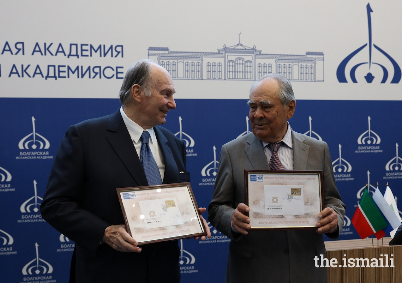 Mawlana Hazar Imam and Mintimer Shaimiev, State Counsellor of Tatarstan, exchange framed copies of the newly issued postage stamp in commemoration of the Aga Khan Award for Architecture.