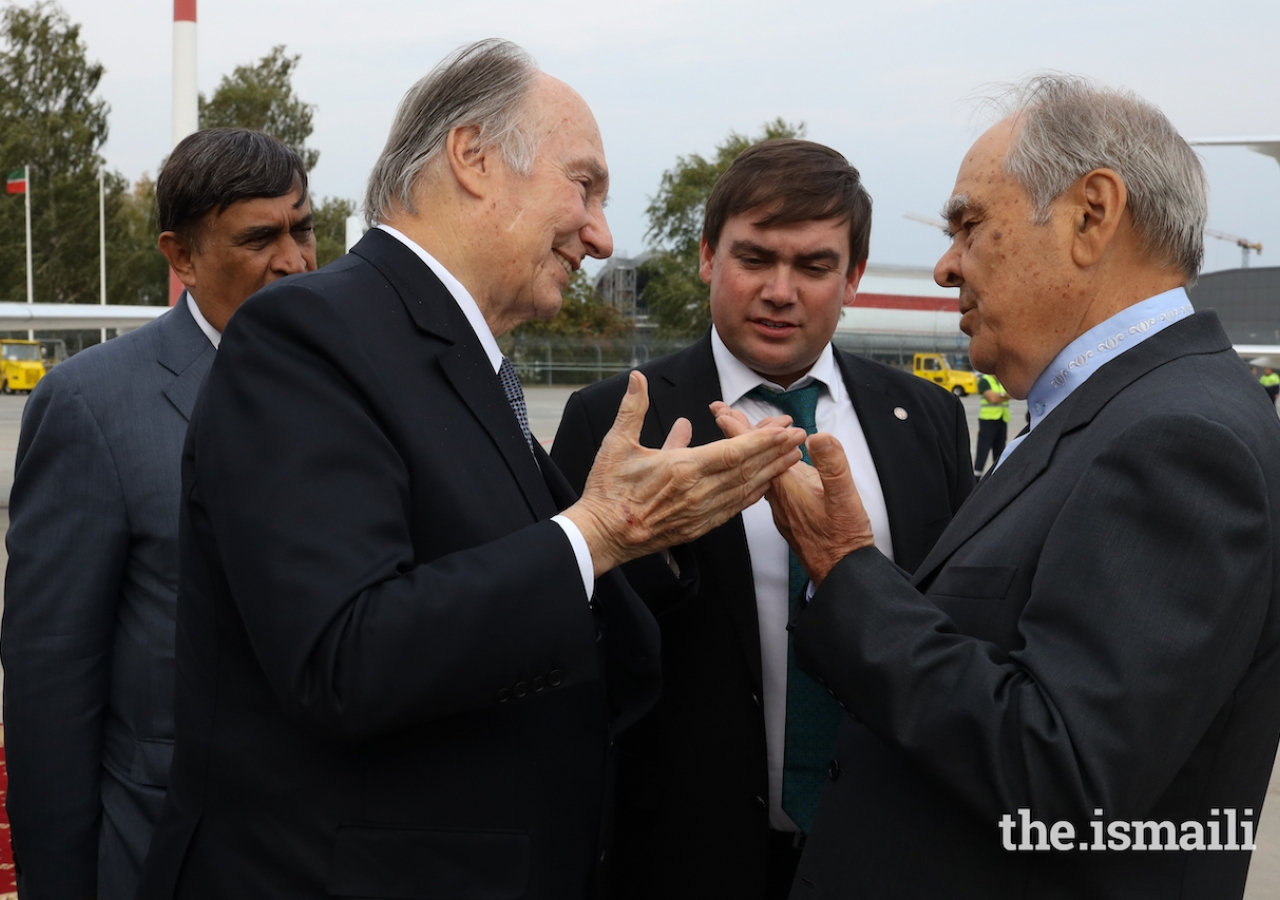 Mintimer Shaimiev, State Counsellor of the Republic of Tatarstan, bids farewell to Mawlana Hazar Imam prior to his departure from Kazan at the conclusion of the 2019 Aga Khan Award for Architecture.