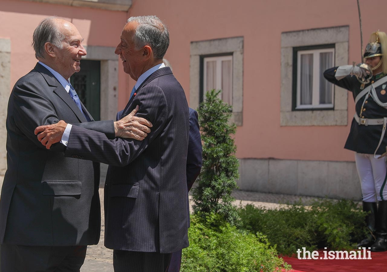 President Marcelo Rebelo de Sousa bids farewell to Mawlana Hazar Imam, upon his departure from Palácio de Belém.