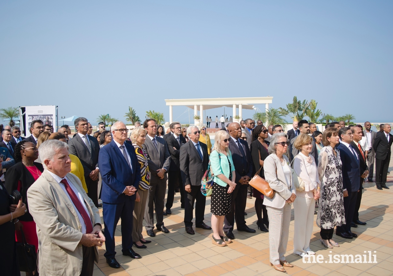 Guests at the reception listen attentively to the speeches, including the Ambassador of Portugal to Mozambique, Ms Maria Amélia de Paiva, and the Secretary of State of Foreign Affairs and Cooperation of the Portuguese Government, Dr Teresa Ribeiro in the first row.