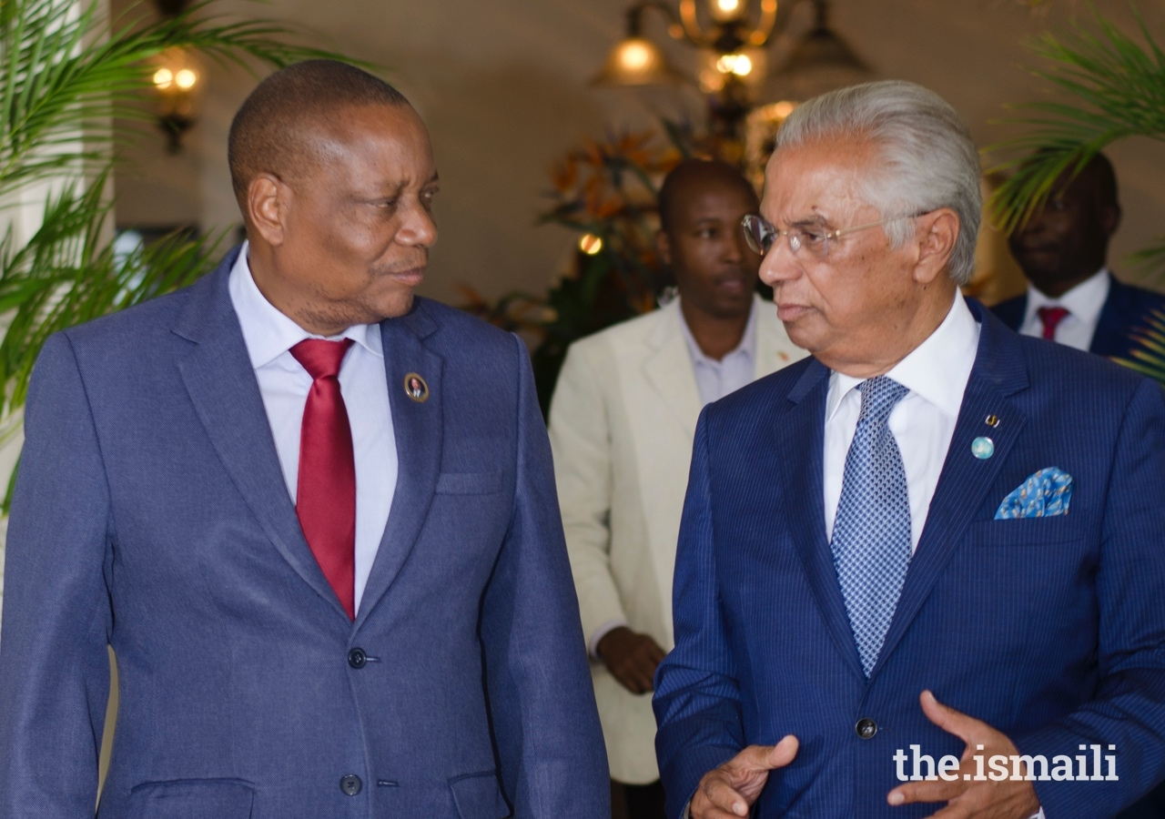 Mr Nazim Ahmad welcomes the guest of honour and Official Representative of the Government of the Republic of Mozambique, the Vice-Minister of Public Works, Housing and Water Resources, Mr Victor Tauacale.