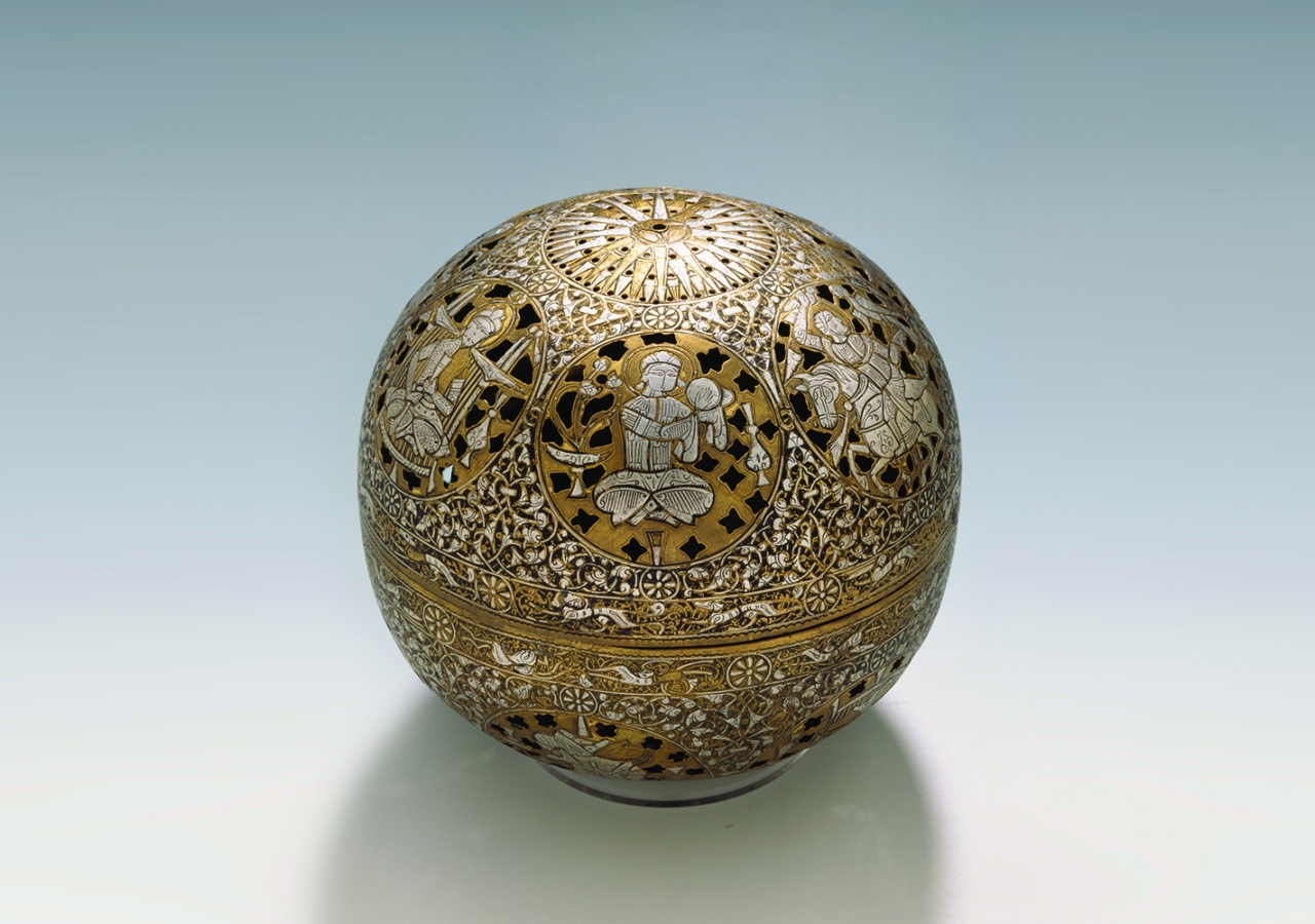 Incense Burner, Syria, 13th century, Copper alloy, silver, and gold; pierced, engraved, and inlaid. © Staatliche Museen zu Berlin – Museum für Islamische Kunst.