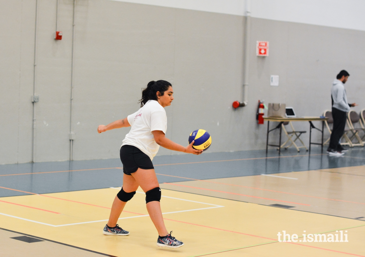 Sharifa Salauddin serving another successful serve in a competitive matchup.