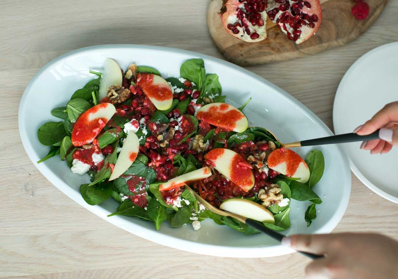 Spinach and Pomegranate Salad with Toasted Walnuts
