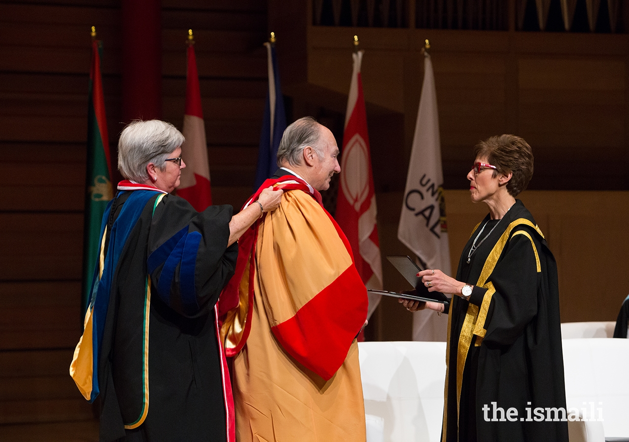 University of Calgary Chancellor Deborah Yedlin presents Mawlana Hazar Imam with the University's highest academic degree, a Doctor of Laws, honoris causa, in recognition of his exceptional contributions to humanity.