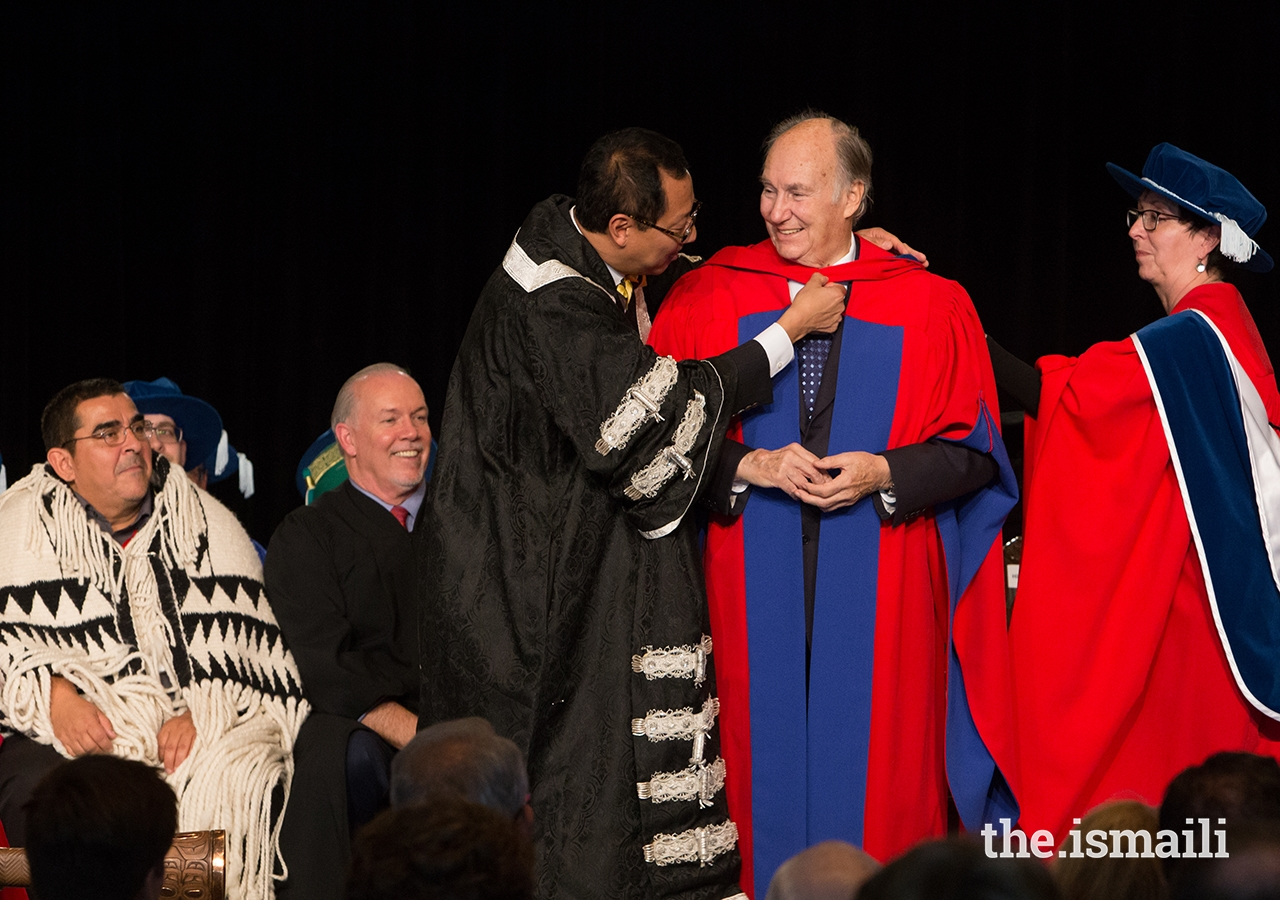UBC President and Vice-Chancellor Santa Ono places the ceremonial UBC hood on Mawlana Hazar Imam.