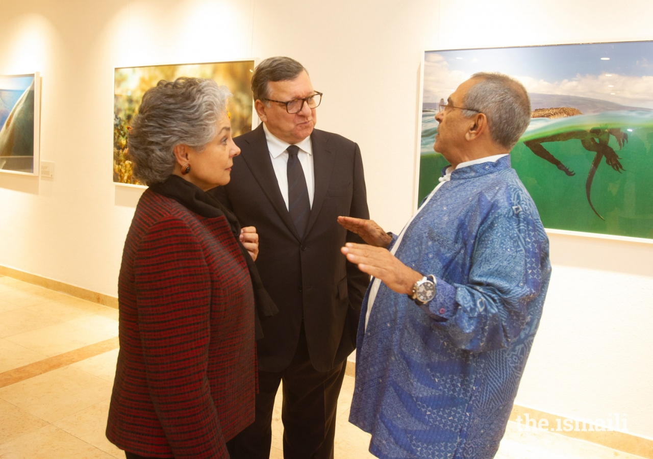 José Ramos-Horta, former President of Timor-Leste (right) in conversation with Maria Elena Agüero, Secretary General of the WLA-Club de Madrid, and José Manuel Barroso, former Prime Minister of Portugal and President of the European Commission.