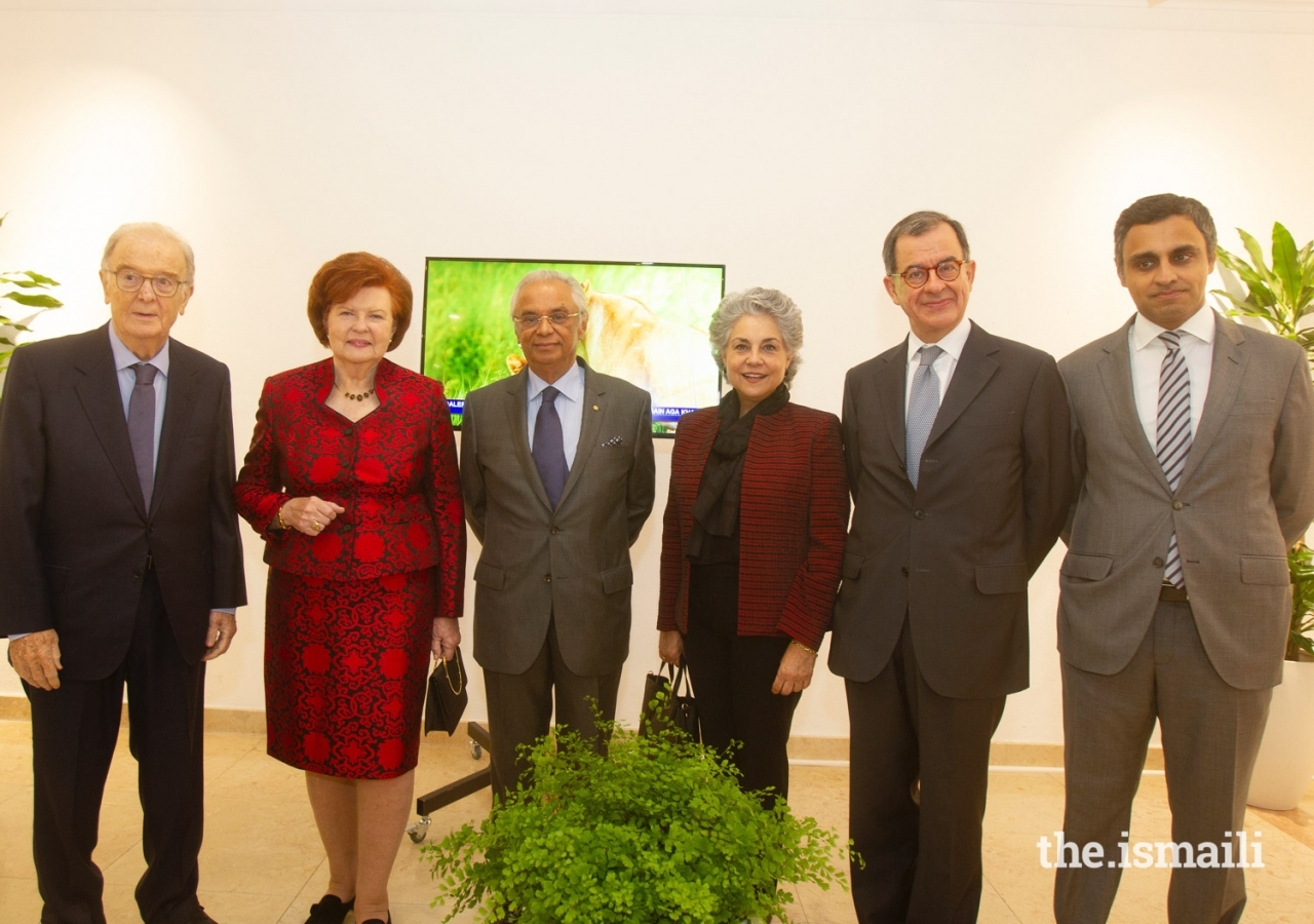 (L to R) Jorge Sampaio, former President of Portugal; Vaira Vike-Freiberga, President of WLA-Club de Madrid; Nazim Ahmad, Diplomatic Representative of the Ismaili Imamat; Maria Elena Agüero, Secretary General of the WLA-Club de Madrid; Guilherme D´Oliveira Martins, Trustee of the Gulbenkian Foundation; Rahim Firozali, President of the the Ismaili Council for Portugal.