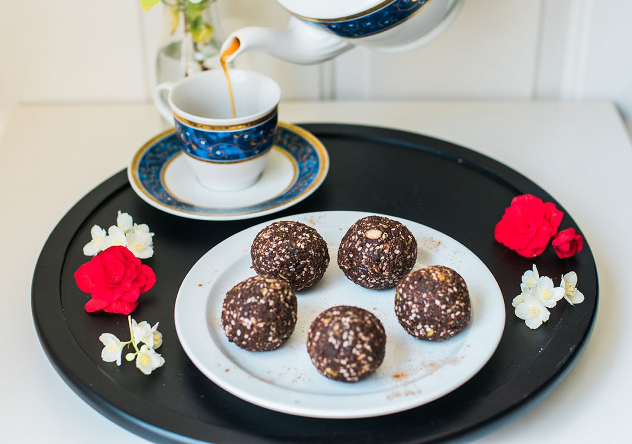 Date and Cocoa Balls