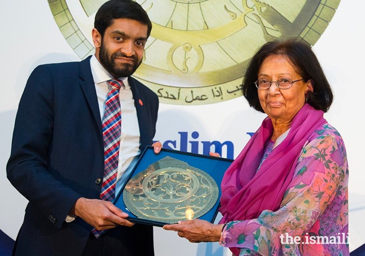 Dr Amina Jindani receives an award in 2018 from Iqbal Nasim, Chief Executive, National Zakat Foundation.