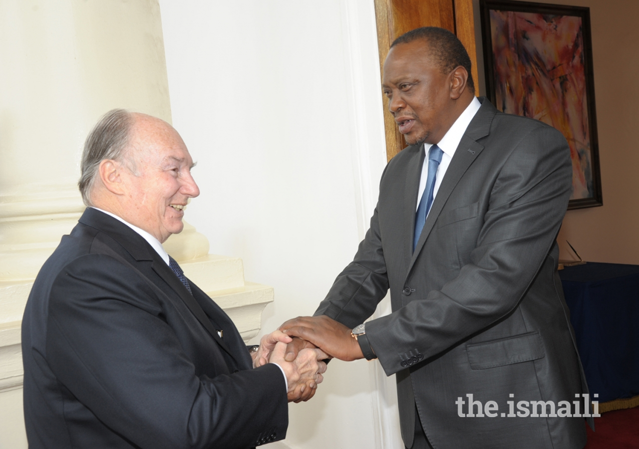 His Excellency President Uhuru Kenyatta welcomes Mawlana Hazar Imam to the State House in Nairobi