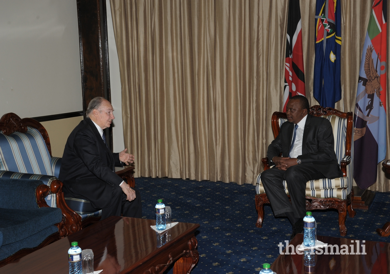 His Excellency President Uhuru Kenyatta meets with Mawlana Hazar Imam at the State House in Nairobi.