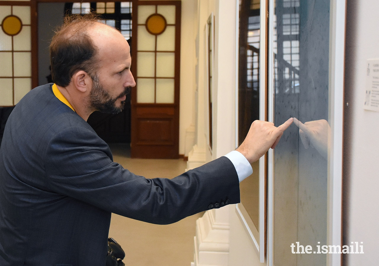 Prince Hussain points out an interesting detail of a marine animal depicted in one of his photographs.