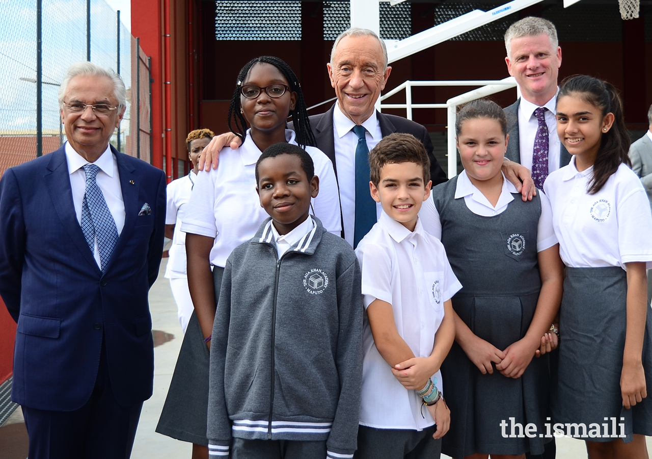 President Marcelo Rebelo de Sousa poses for a group photo with Nazim Ahmad, the Ismaili Imamat's Diplomatic Representative to Portugal and Mozambique, Michael Spencer, Head of Academy, and a group of students from the Aga Khan Academy, Maputo.