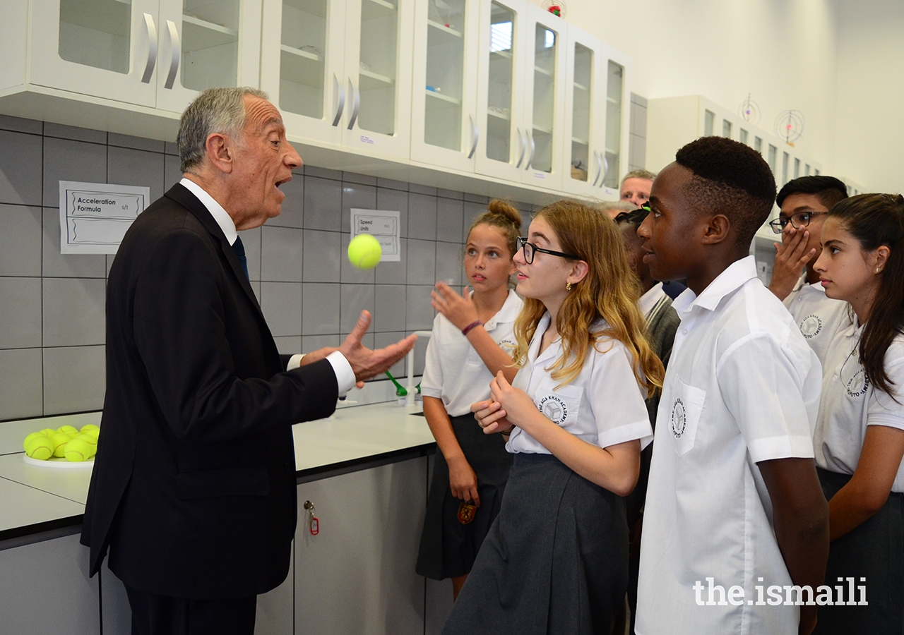 President Marcelo Rebelo de Sousa in conversation with students during a visit to the Aga Khan Academy in Maputo.
