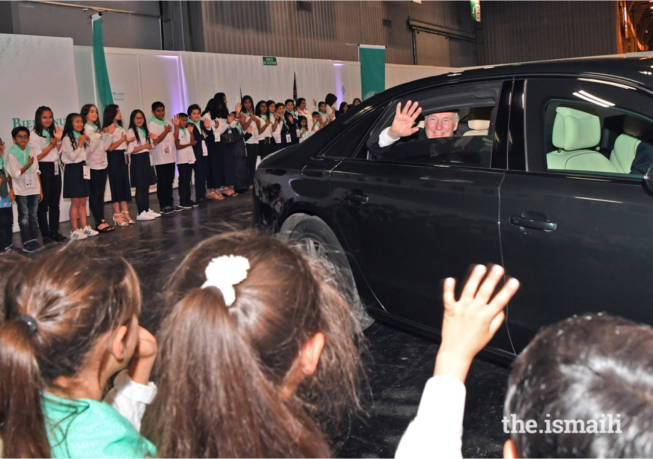 Youth volunteers line up to bid farewell to Mawlana Hazar Imam upon his departure.