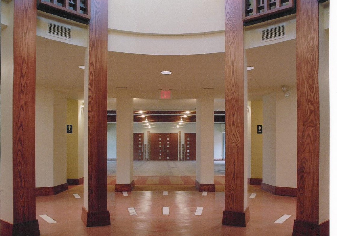 A view of the Rotunda inside which leads to the prayer hall.